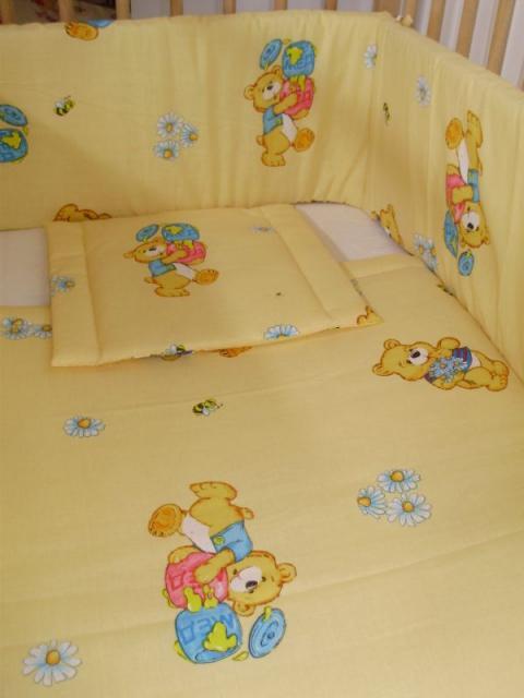 Mézes macis bébigarnitúra, takaró, fejvédő, párna