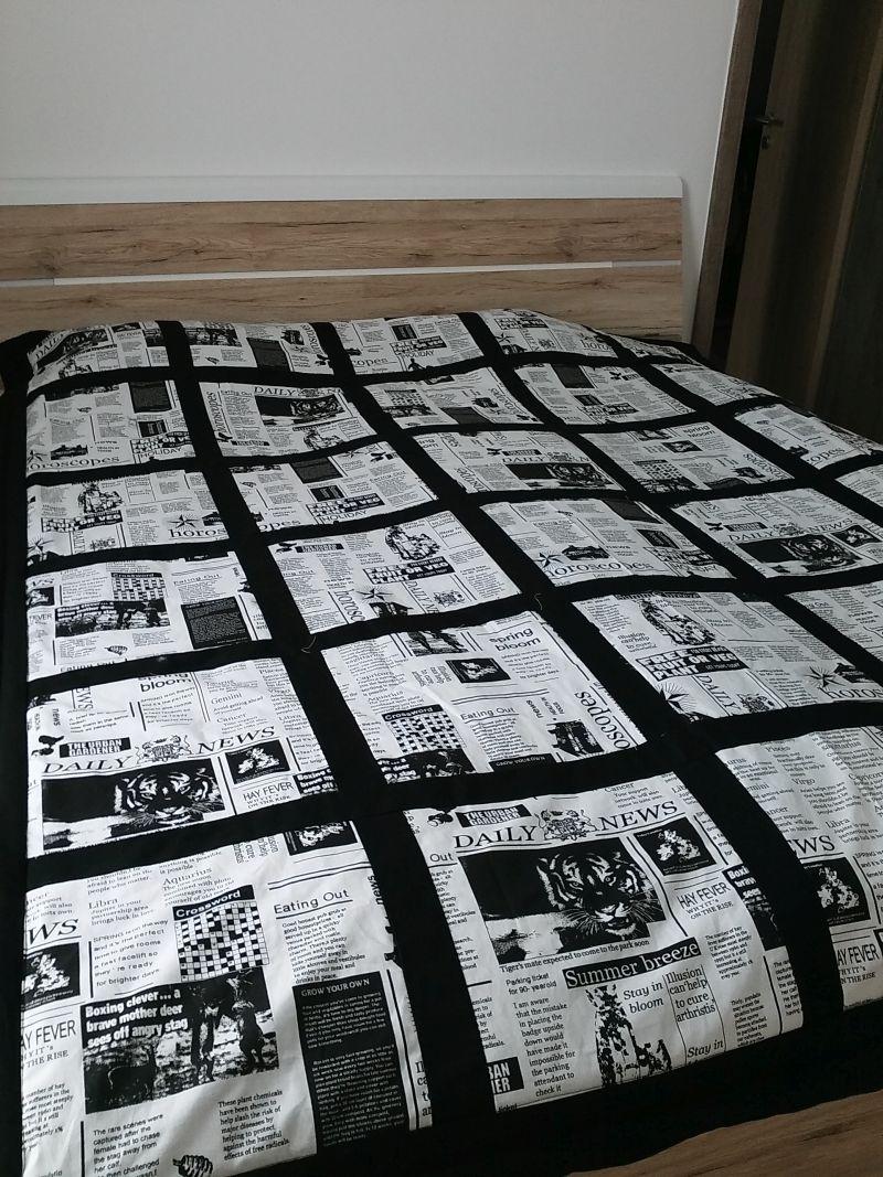 Felnőtt ágytakaró újságos mintával. 220x190 cm
