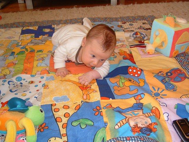 125x125 cm baba, bébi játszószõnyeg 25 négyzetből.  Babalátogató ajándék.