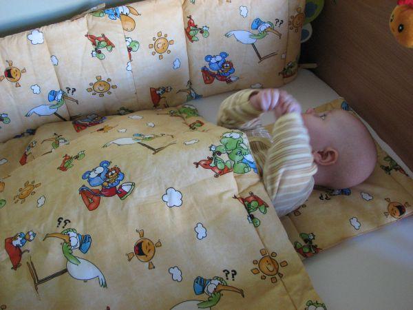 Baba takaró és fejvédő szett kiságyba